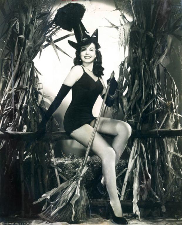 vintage-halloween-pinup1